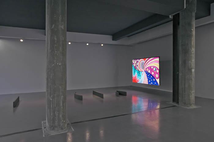 Esculturas em ferro fundido, animação em ecrã de vídeo LED,  5'42'' loop. Priscila Fernandes, 2014 Vista da instalação na Temple Bar Gallery, Dublin, Irlanda, Fevereiro 2014.  Foto de Kasia Kaminsja