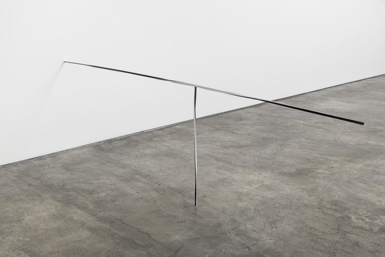 Ferro e papel. 88x280x1,5 cm