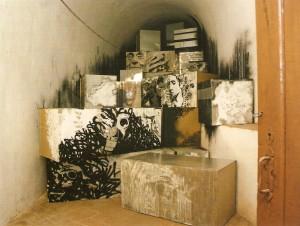 Caixas de chapa zincada, madeira, tinta de água, spray, tinta permanente, lixívia, máscara de silicone 5x10m