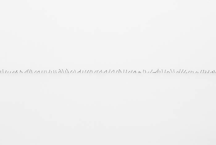 Fósforos queimados, dimensões variáveis (ocupação de espaço horizontal entre duas paredes)