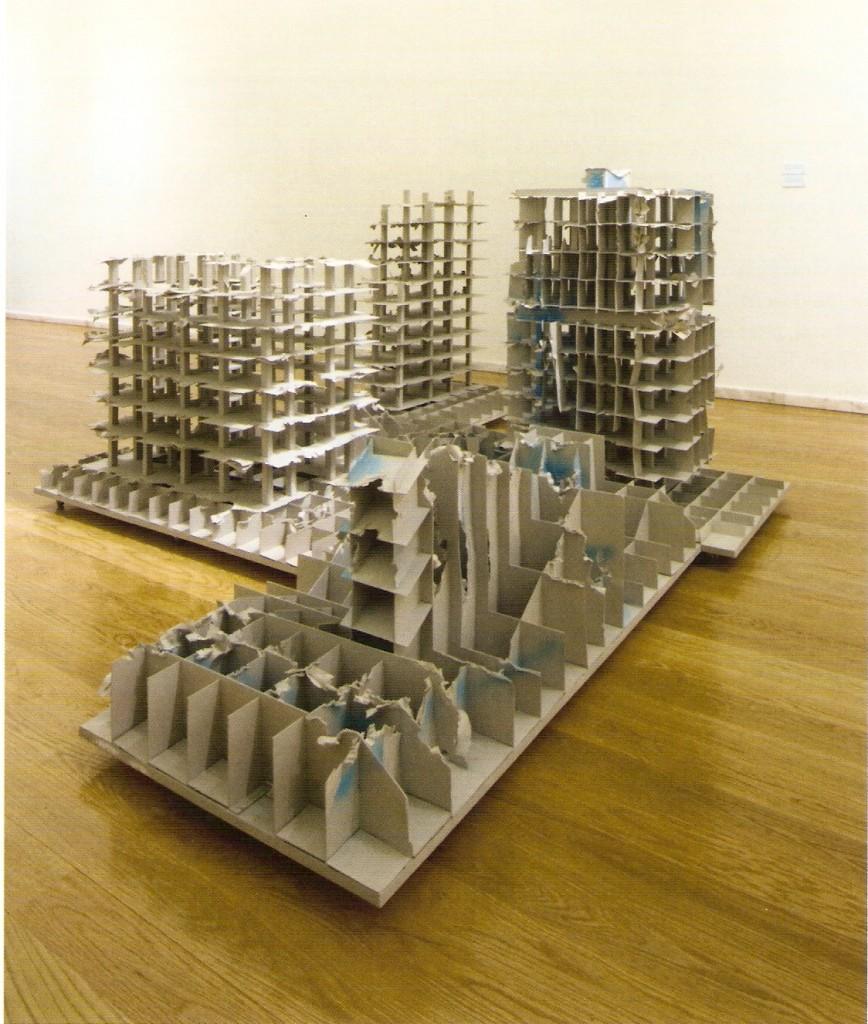 Instalação composta por quatro esculturas (madeira e cartão)