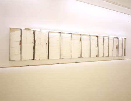 Alumínio e acrílico s/ madeira e lâmpadas fluorescentes, 205x1160x27cm