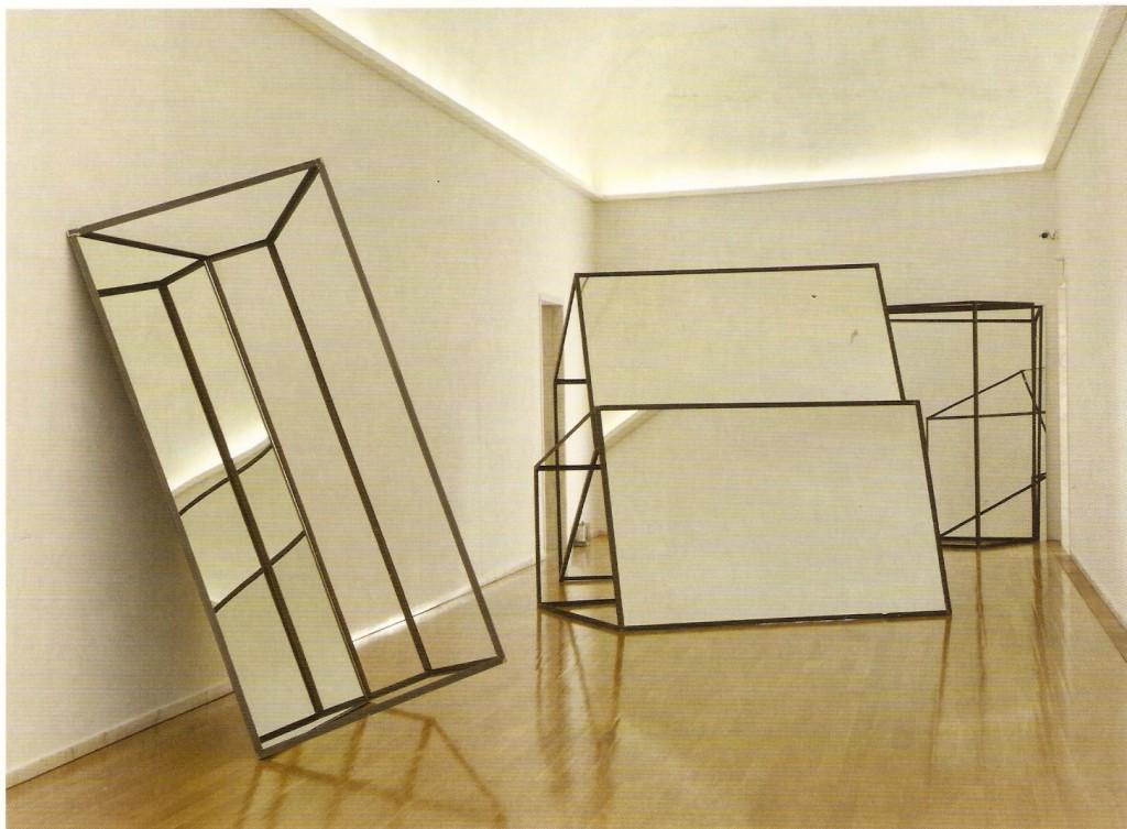 Ferro, vidro e espelho, Dimensões Variáveis